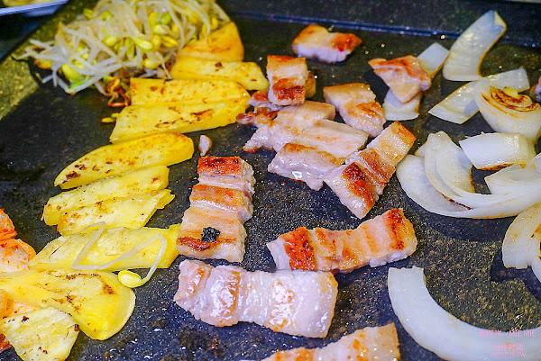 花小豬正宗韓國烤肉 超人氣韓式燒烤店 不訂位吃不到哦!
