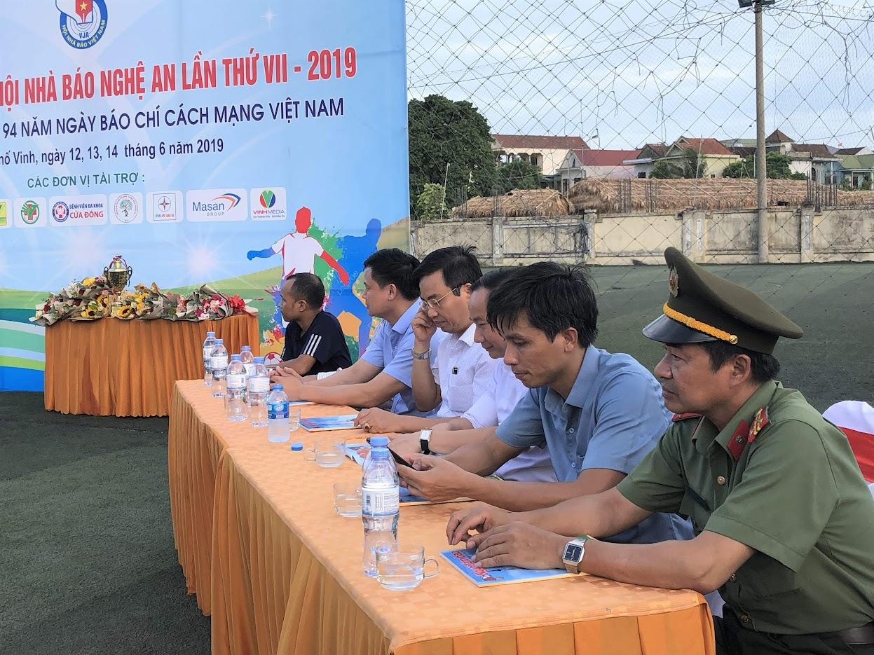 Các đại biểu dự lễ bế mạc và trao giải