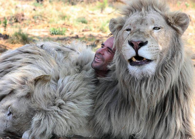 Photo: Кевин говорит, что в своих прекрасных отношениях с дикими представителями южноафриканской саванны всегда полагается на интуицию, взаимное понимание и доверие.
