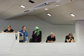 Photo: Cthulhu seuraamassa bioase-esitelmää / Cthulhu watching the biological weapons presentation