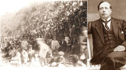 Grupo de electores esperando en una loma de Lubrín la llegada de Azorín (a la derecha) a un mitín en 1916.