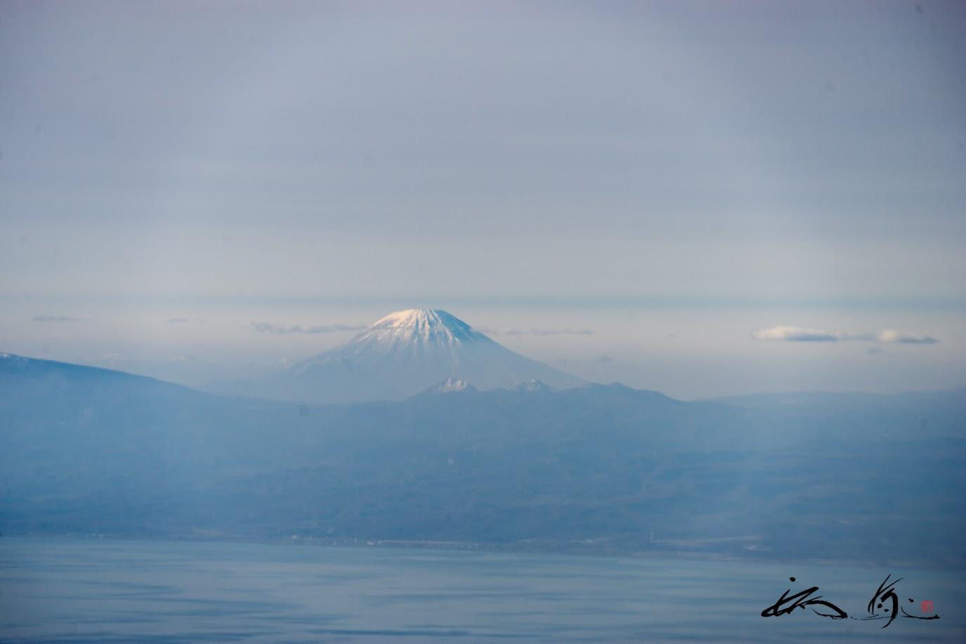天空に浮かび上がる蝦夷富士