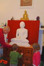 Photo: úklid oltáře - cleaning the altar