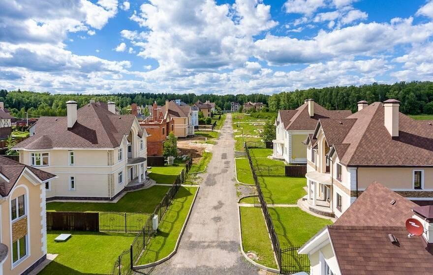 Земельні ділянки з Будинками на продаж - Brok