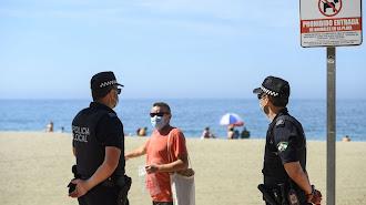 La Policía sigue vigilando las playas de la capital.
