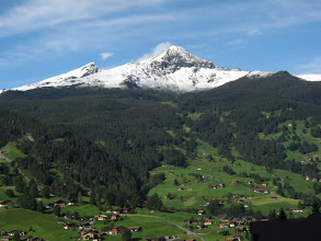 Photo: Two days later, blue skies prevail over the Grindelwald Valley ...