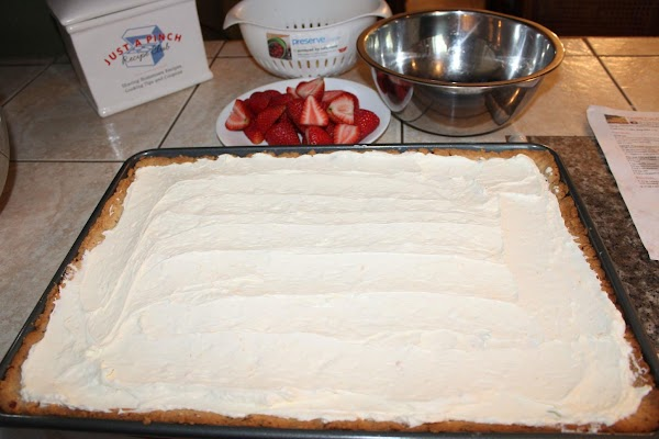 ASSEMBLY: Spread cream cheese mixture over cooled crust.