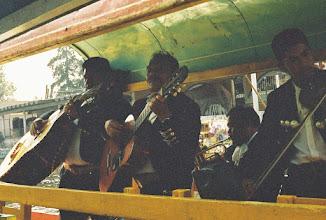 Photo: 1B080013 Meksyk - Xochimilco - park wodny kwiatów – którzy płyną koło nas i pięknie nam grają