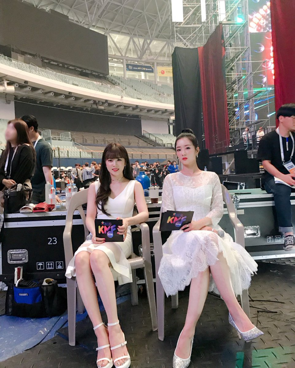 Apink Were Filmed Backstage Without Permission… Members Noticeably