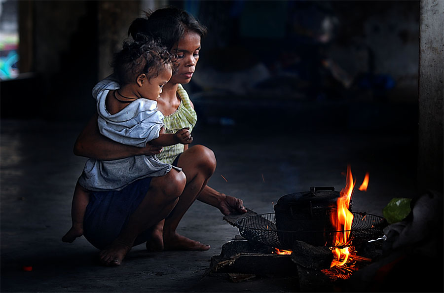by Juan Magbubukid - People Family ( mom and 'kid', mom with kids )