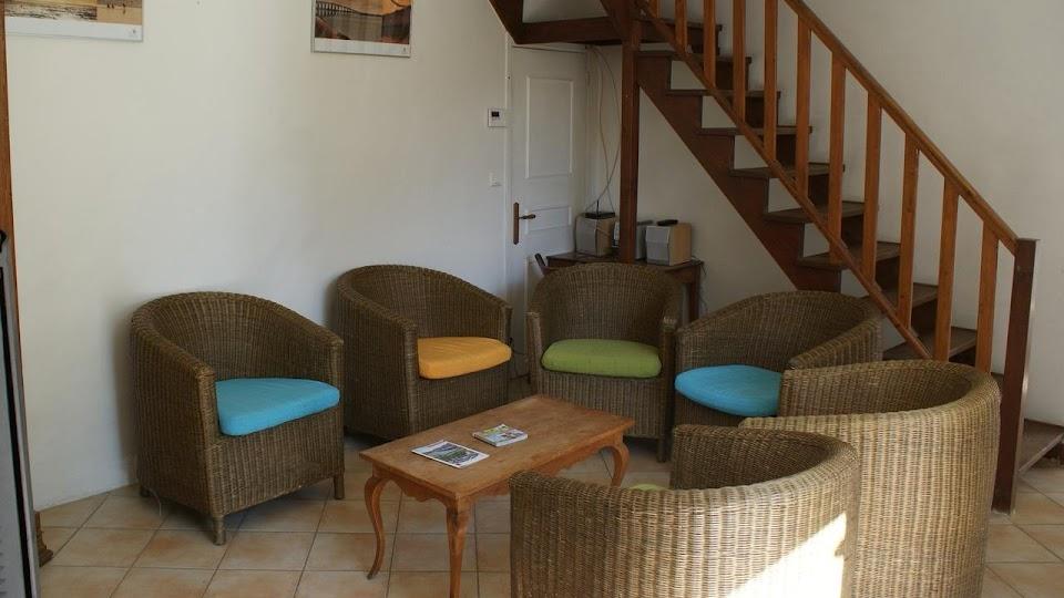 La Fermette gîte 3 étoiles pour 9 à 12 personnes près de La Rochelle salon wifi