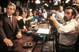 """Photo: Robert De Niro e Lorraine Bracco são dirigidos por Scorsese em """"Os Bons Companheiros""""."""