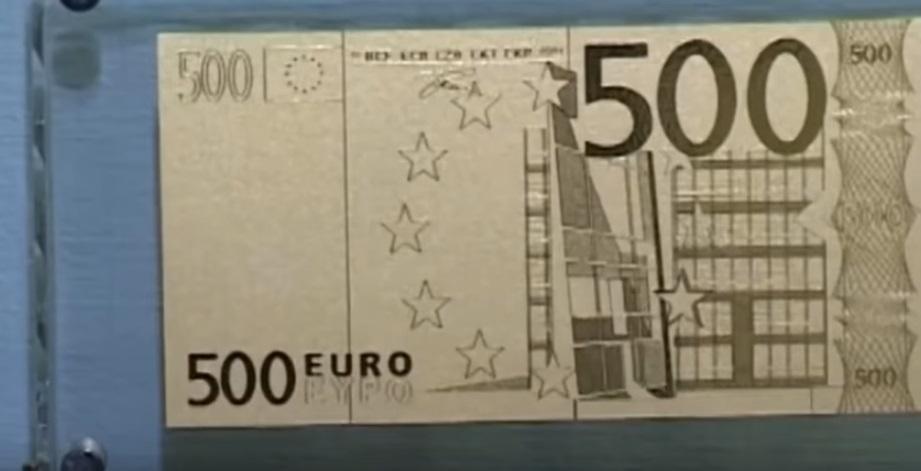 Статуетка у вигляді 500 євро