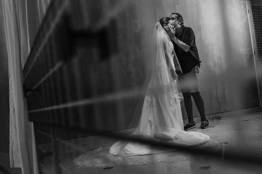 Wedding photographer Víctor Martí (victormarti). Photo of 09.01.2019