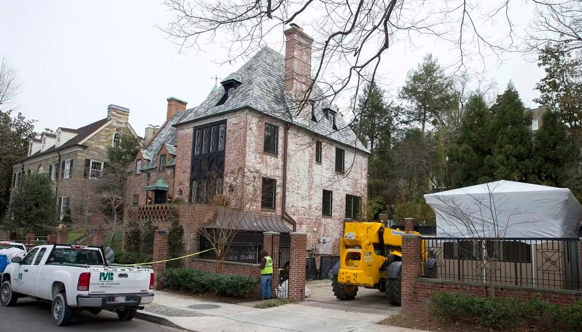 NBC News uses old photo to 'prove' Obama's new home has no wall
