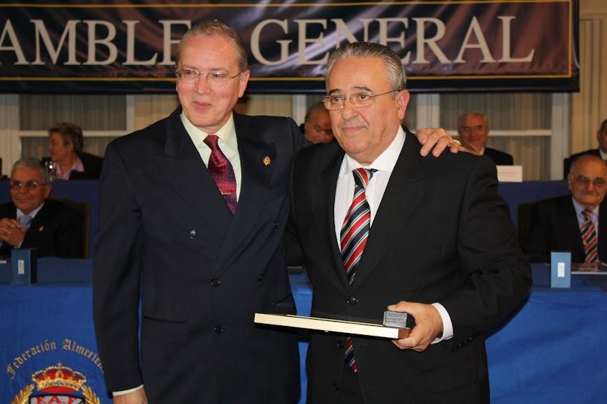 Con Juan Salvador, su secretario de siempre.