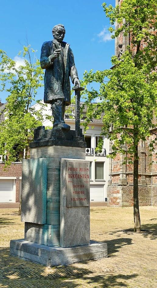 Aangeboden door: Stichting Microtoerisme InZicht Fotoblog Leeuwarden standbeeld Troelstra