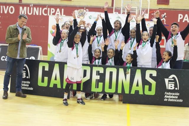 Córdoba levantó la gran Copa de Andalucía.