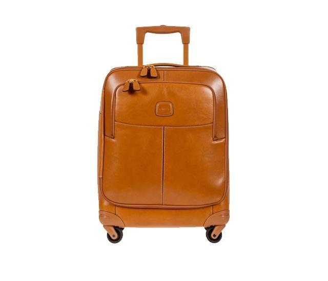 Bric's nổi tiếng với những thiết kế vali cao cấp từ chất liệu da.
