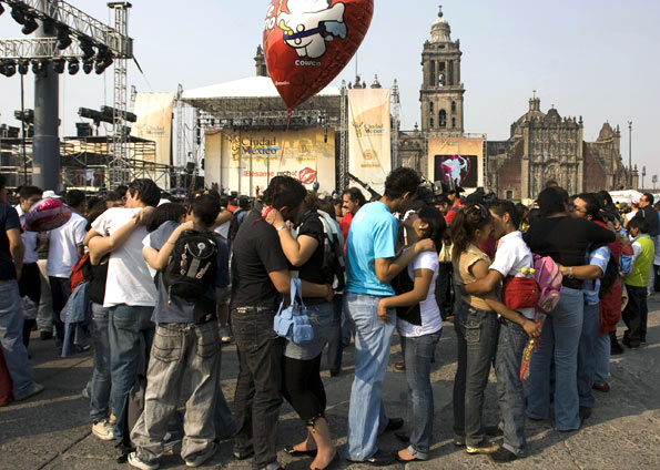 G1 > Mundo - NOTÍCIAS - Mexicanos batem recorde mundial de mais ...