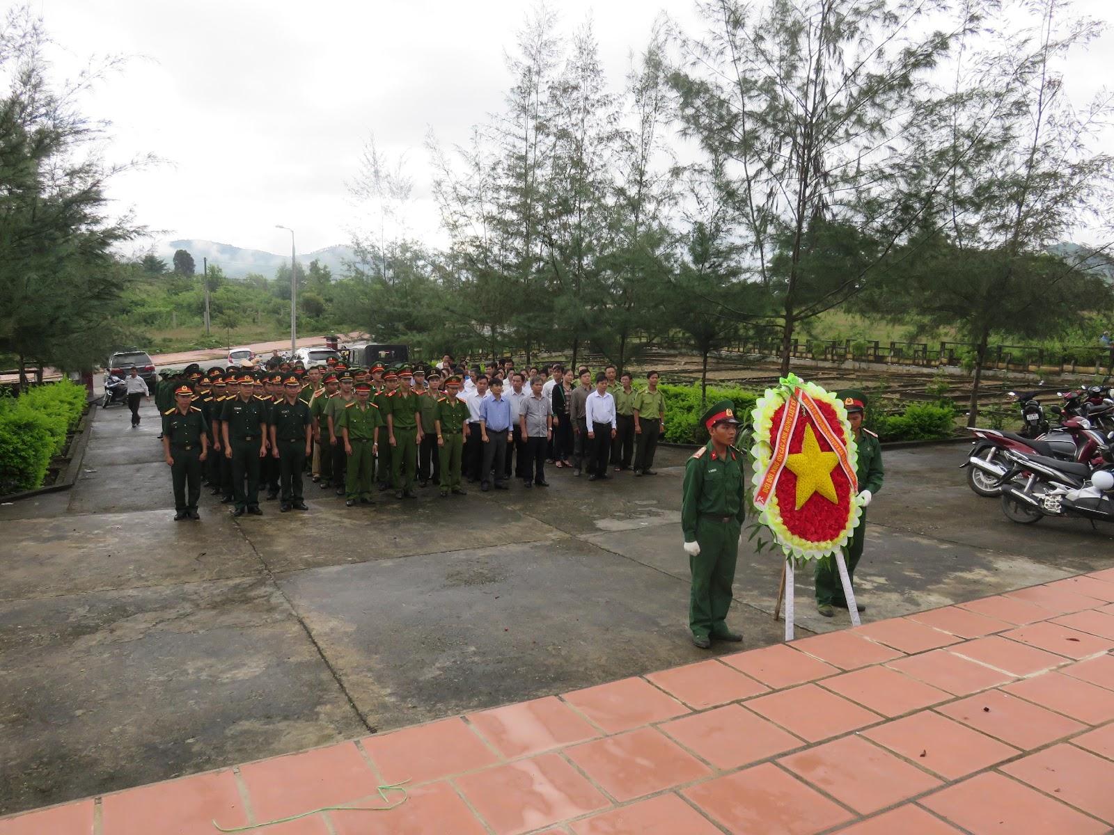 Tổ chức thăm viếng, dâng hương Nghĩa trang liệt sỹ huyện nhân dịp kỷ niệm 70 năm Cách mạng tháng Tám và Quốc khánh nước Cộng hòa xã hội chủ nghĩa Việt Nam