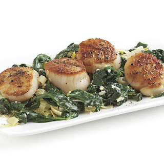 Seared Scallops with Creamy Spinach and Leeks Recipe