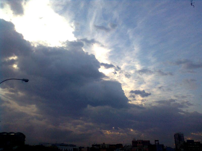 Photo: Se viene la tormenta. (sacada con el celular, sorry)