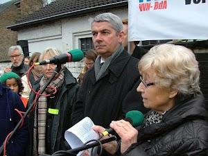 Walborg Schröder am Mikrofon.