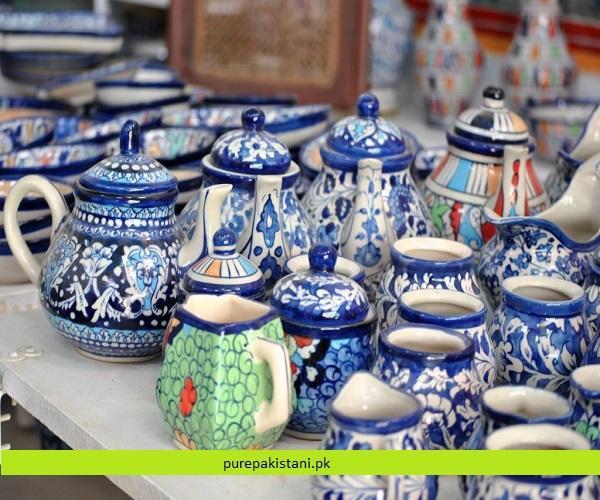 https://www.purepakistani.pk/wp-content/uploads/2018/11/blue-pottery-1024x685-1.jpg