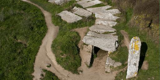 menhir dolmen