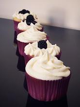 Photo: Cupcakes de mora con cheese cream, http://tuarmariomagico.com/blog/2013/09/04/cupcakes-de-moras-con-cheese-cream/, Valeria, Madrid, Olympus SZ-30MR
