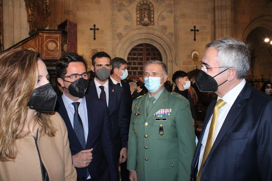 La delegada de Gobierno de la Junta, el alcalde de El Ejido, el general jefe de la Brigada de La Legión y Manuel Gómez.