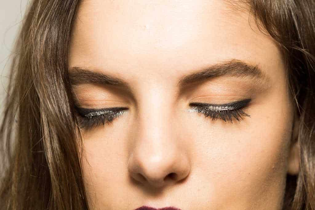 cara memilih eyeliner waterproof