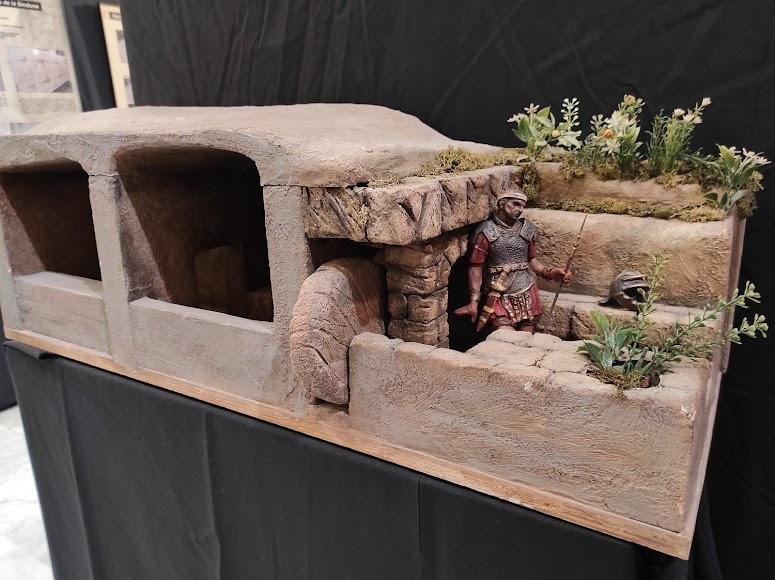 Reproducción en miniatura del sepulcro, obra de Miñarro.