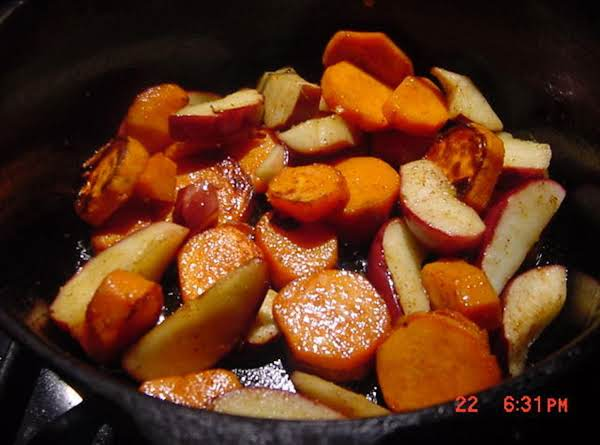 Bonnie's Dutch Oven Sweet Potatoes And Apples