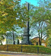Photo: Pomnik z 1825 roku upamiętniający budowę Traktu Brzeskiego