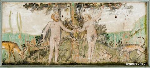 Photo: Der Sündenfall in der Dorfkirche zu Prillwitz bei Neubrandenburg : Als Eva dem Adam einen Apfel pflückte