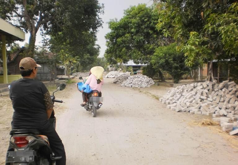 pavingisasi di desa Katikan Ngawi