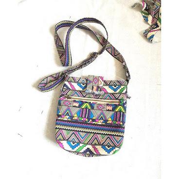 斜揹袋🎽 🌈七彩民族布🌈 袋帶可調節長度 袋內更有實用間格 96265492📞 #AC小手作 #handmade