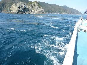 Photo: 潮は、狂ったように走ってます。