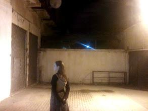 Photo: Jedna z mnoha ulic kterou přehradila hranice. Za zdí s ostnatými dráty je území, kterou od roku 1974 okupují Turci.
