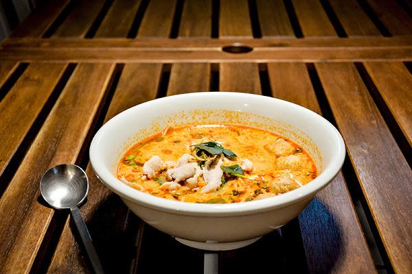好泰麵(麪)How Thai-泰國媽媽平價泰式打拋豬肉飯簡餐 酸辣海鮮濃湯