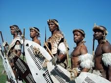 Традиционную одежду зулусы одевают только для представлений