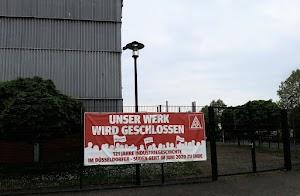 IG-Metall-Transparent am Werkzaun: «Unser Werk wird geschlossen».