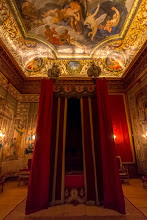 Photo: Queen Caroline's state bed, Hampton Court