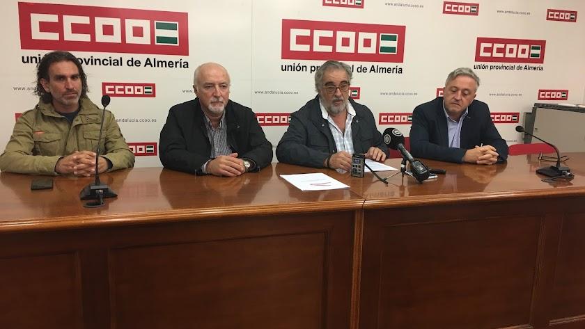 Miembros de la Mesa del Tren, ayer en la sede de CC OO.