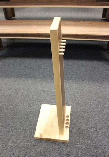 side angle of a monolith shaped pool cue rack