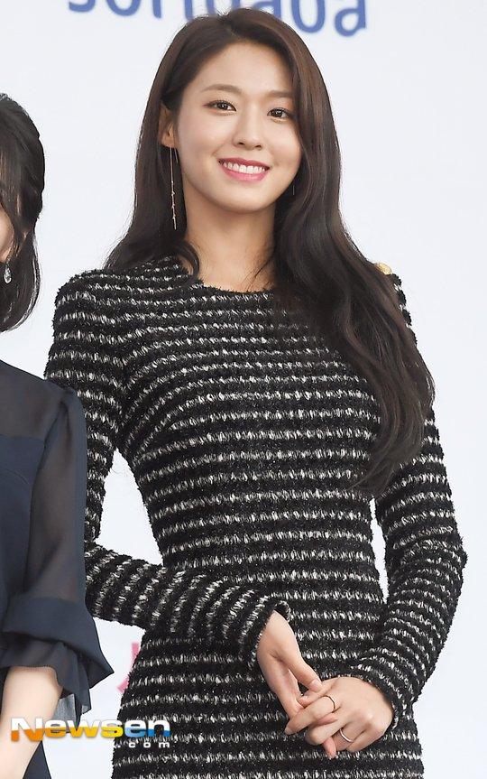 seolhyun black 26