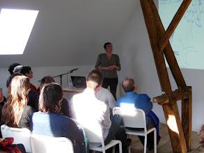 Photo: Rébecca Dautremer tijdens haar presentatie.