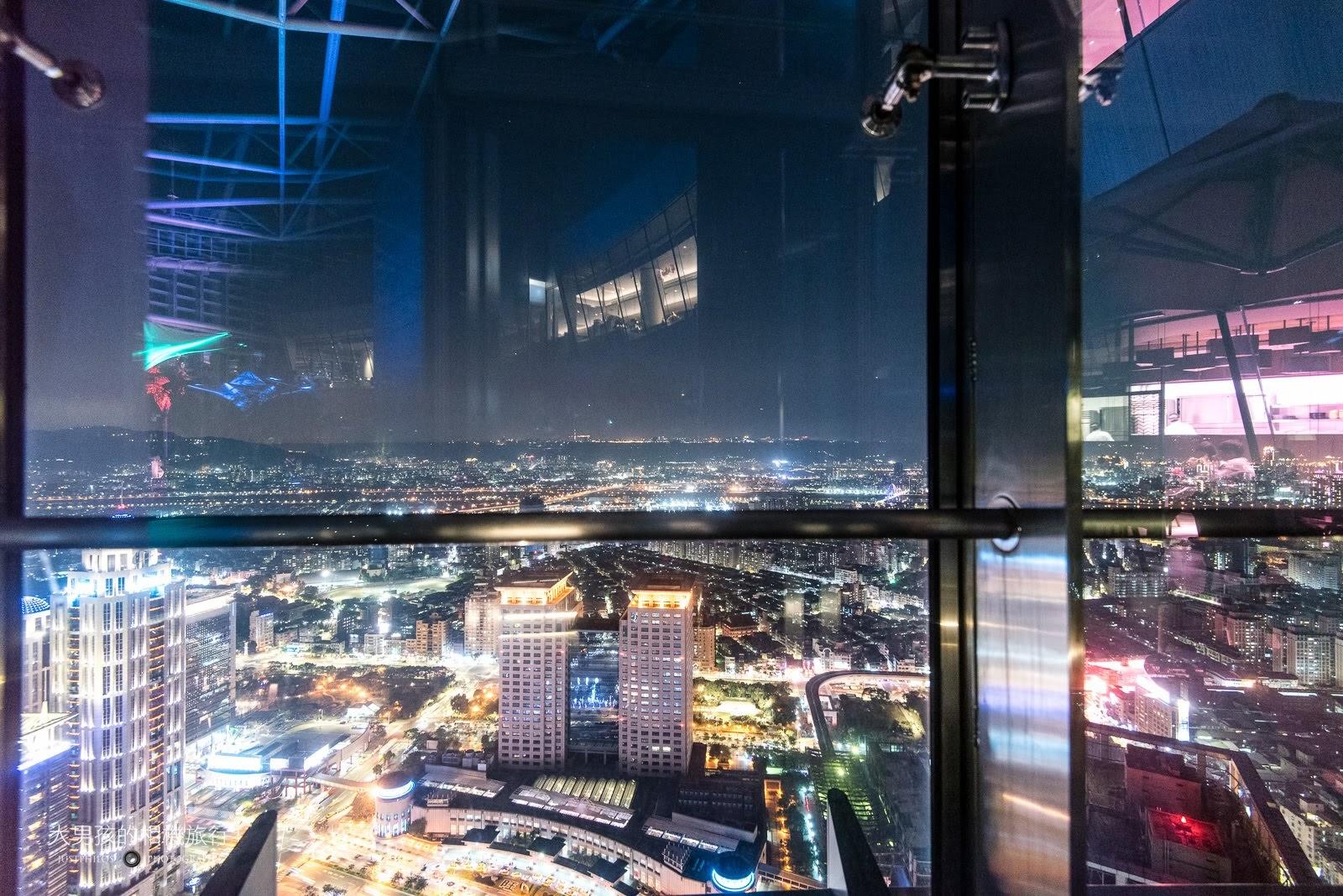 可居高臨下眺望新北市板橋夜景是Asia 49的一大特色與賣點。